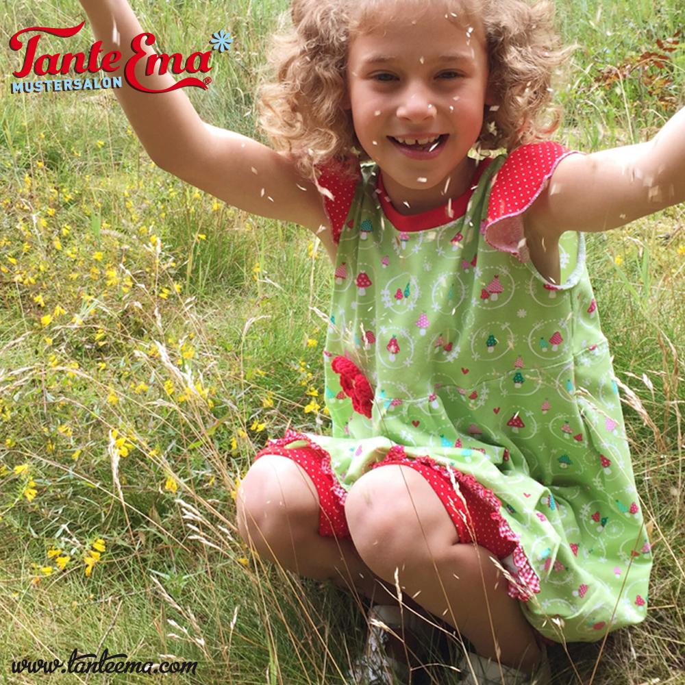 Goldlöckchen im Tante Emas® Kinderkleidchen mit Flügelärmeln